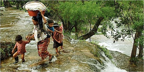 Guatemaltecos cruzando a México