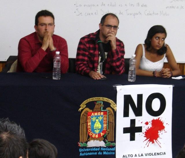 """Helguera y Hernández en conferencia en la Preparatoria """"Antonio Caso"""". Foto: Cecilia Ortiz"""